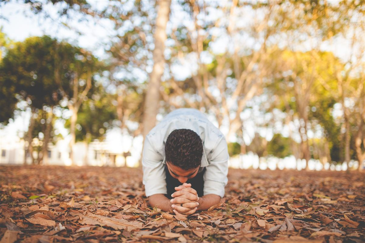 ¿Qué es una oración de confesión y cómo hacerla?
