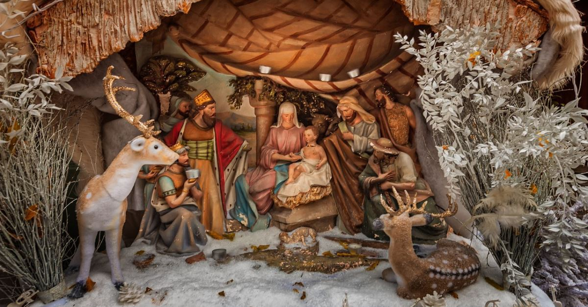 15 Christmas Prayers To Share With Friends Family This Holiday