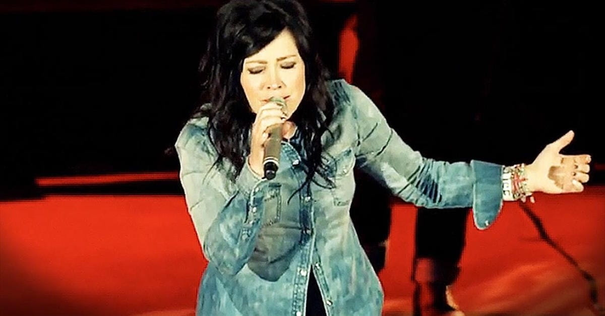 Revelation Song\' - Chris Tomlin And Kari Jobe Perform Brilliant Duet ...