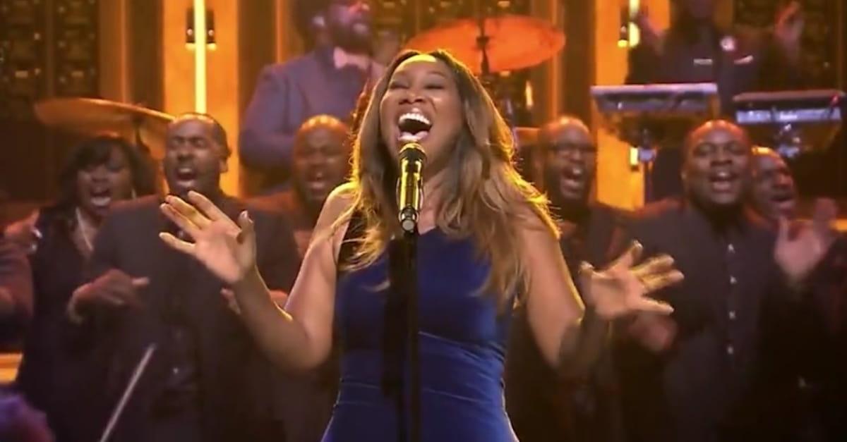 Yolanda Adams Sings \