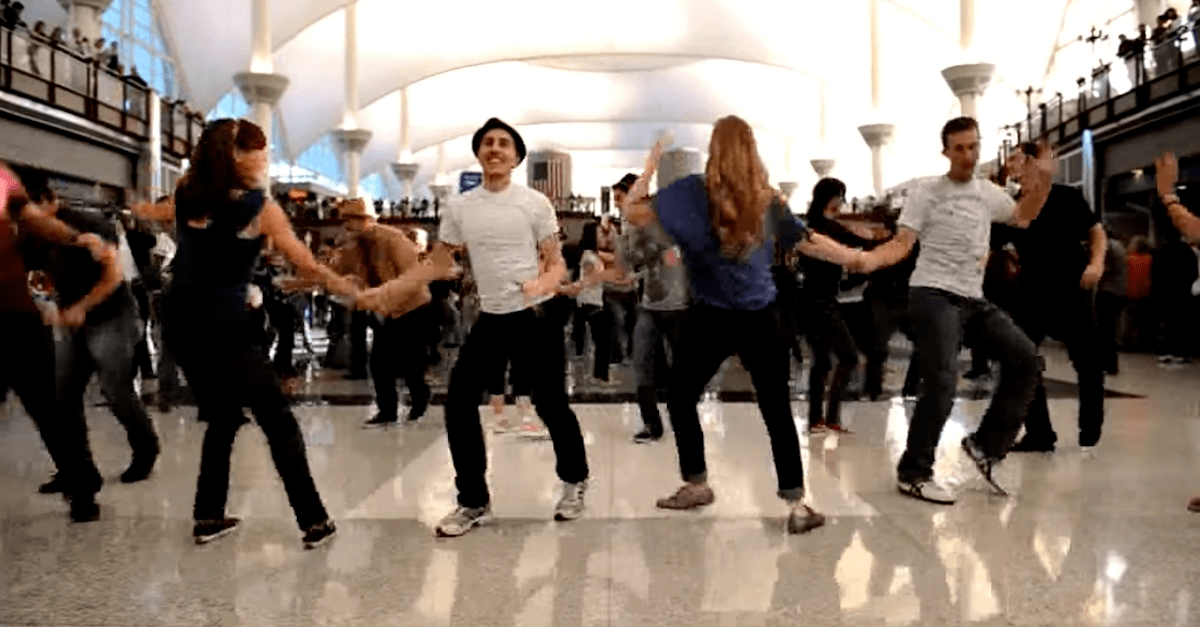 Incredible Thanksgiving Flashmob at Denver Airport