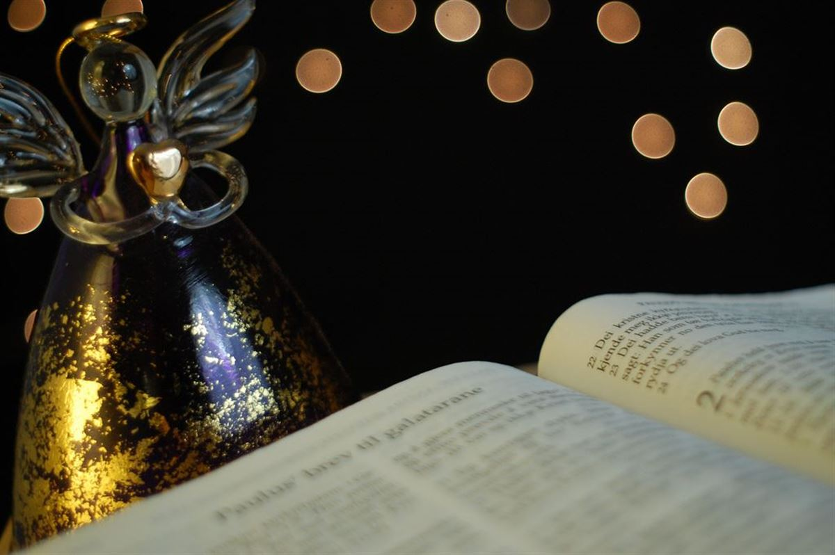 Bible Verses of Christmas - Scripture Quotes for Advent Candles and Greeting Cards