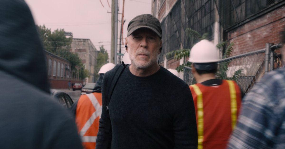David Dunn (Bruce Willis) patrols the streets of Philadelphia