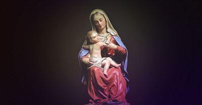25. A Prayer to Put Jesus First this Christmas Season