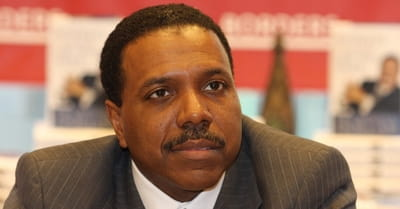 "Creflo Dollar Doesn't Care What You Think about His ""Dreams"" for a New Jet"
