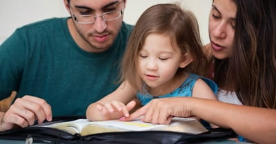 6 Ways Parents Can Teach Children Scripture