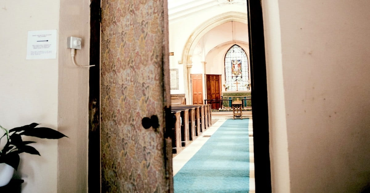 10 Simple (but Meaningful) Ways to Welcome First-Time Church Guests