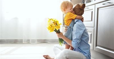 14 Thoughtful Ways to Celebrate Mom as a Family