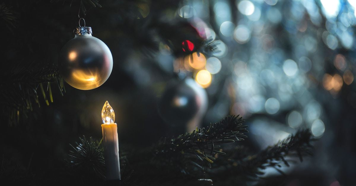 Christmas tree with candle and ornaments, history of the Christmas tree