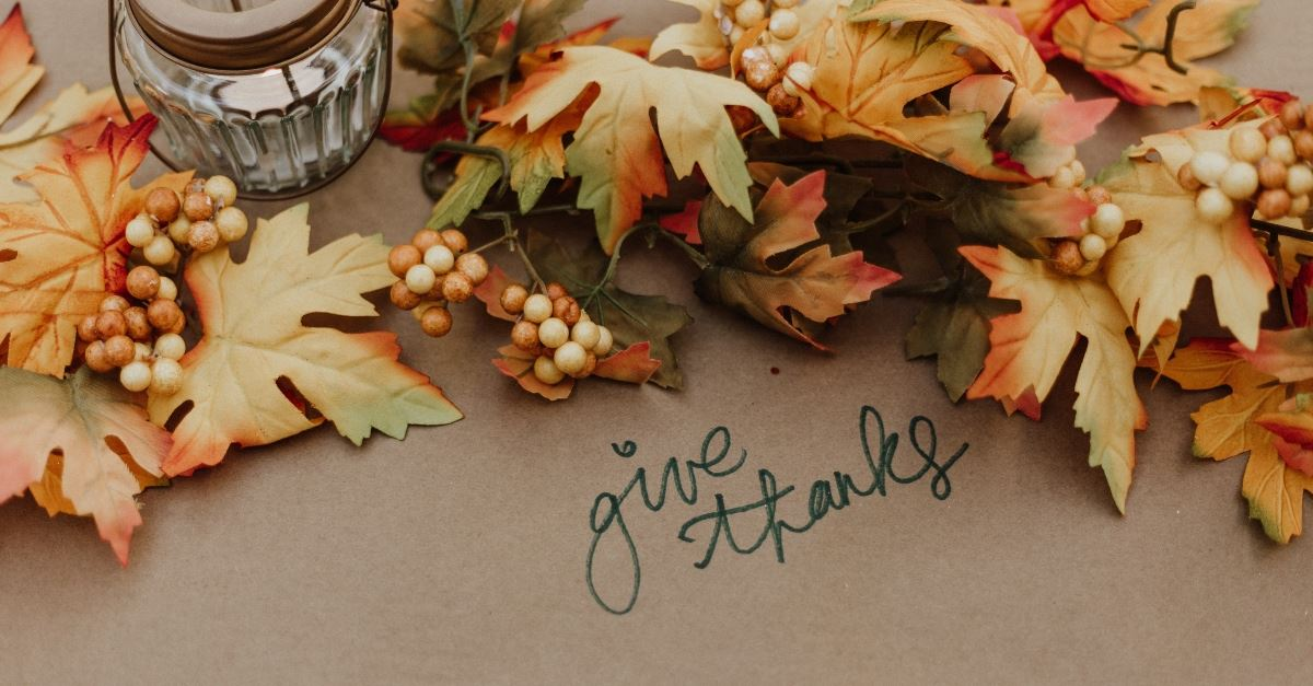 thanksgiving decorations give thanks candle leaves, how to not lose thanksgiving in christmas prep