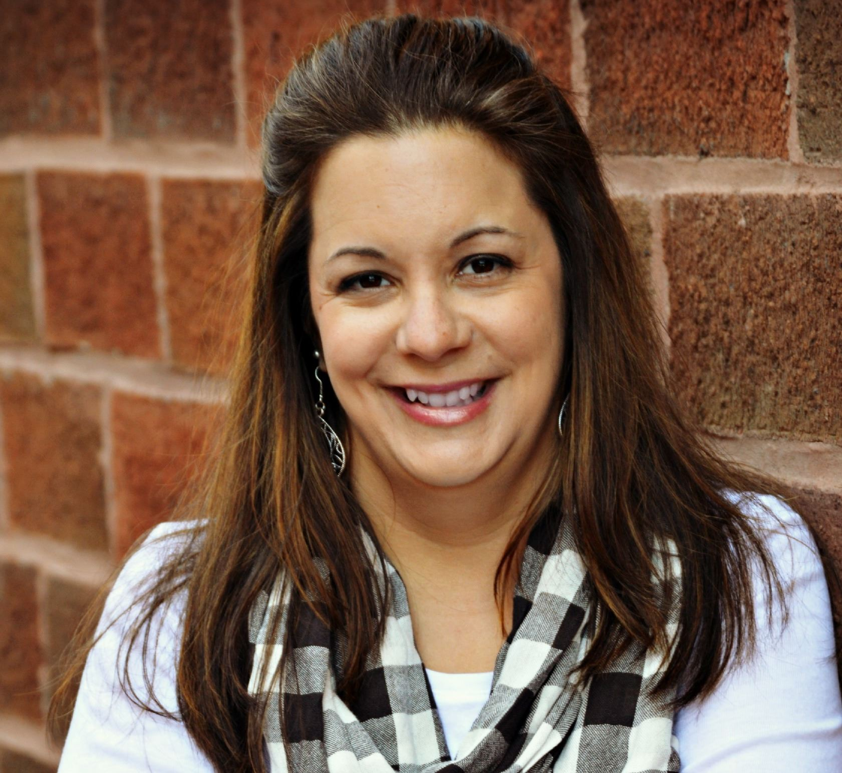 headshot of author Michelle Lazurek