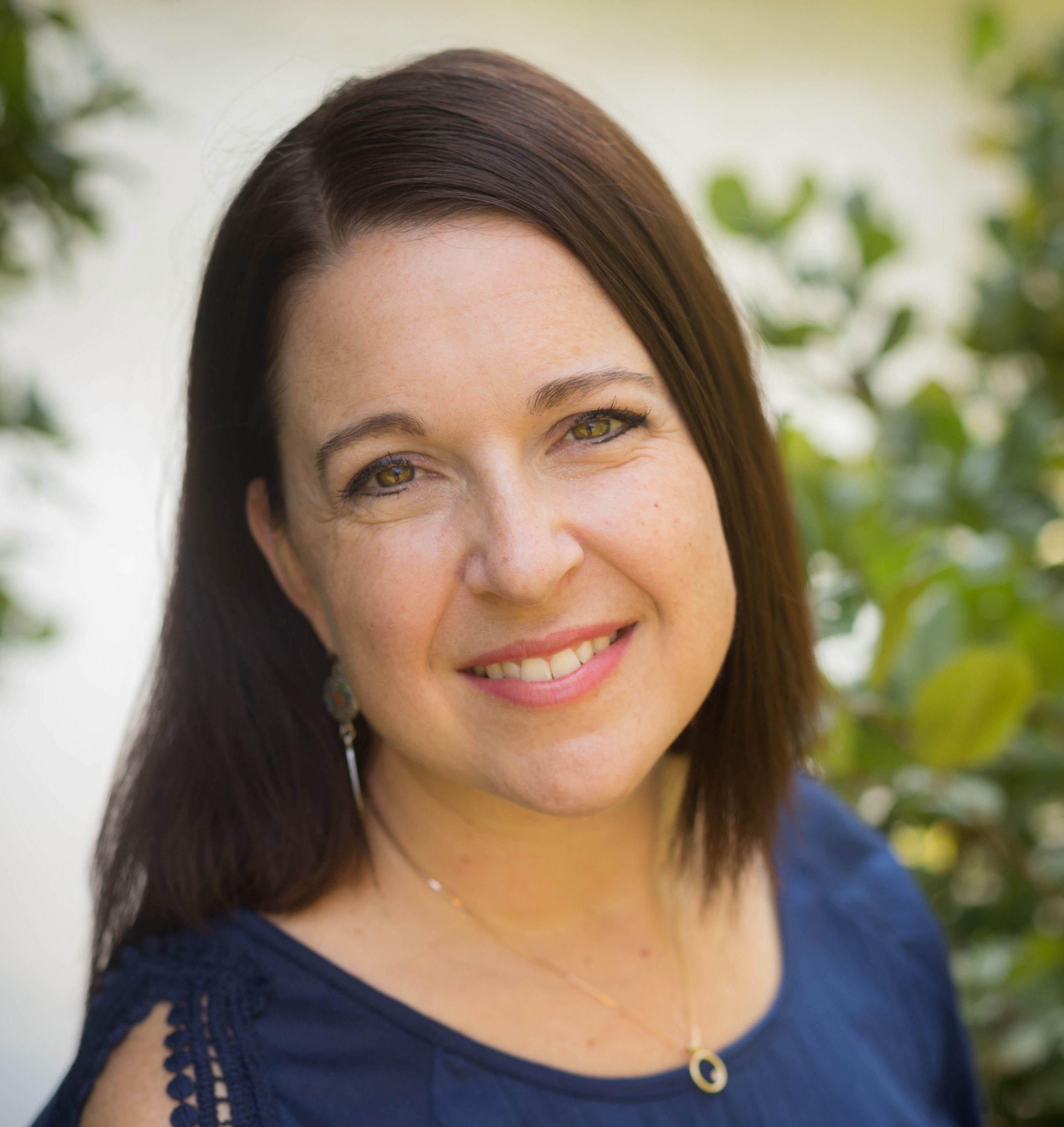 new headshot of author Leah Lively
