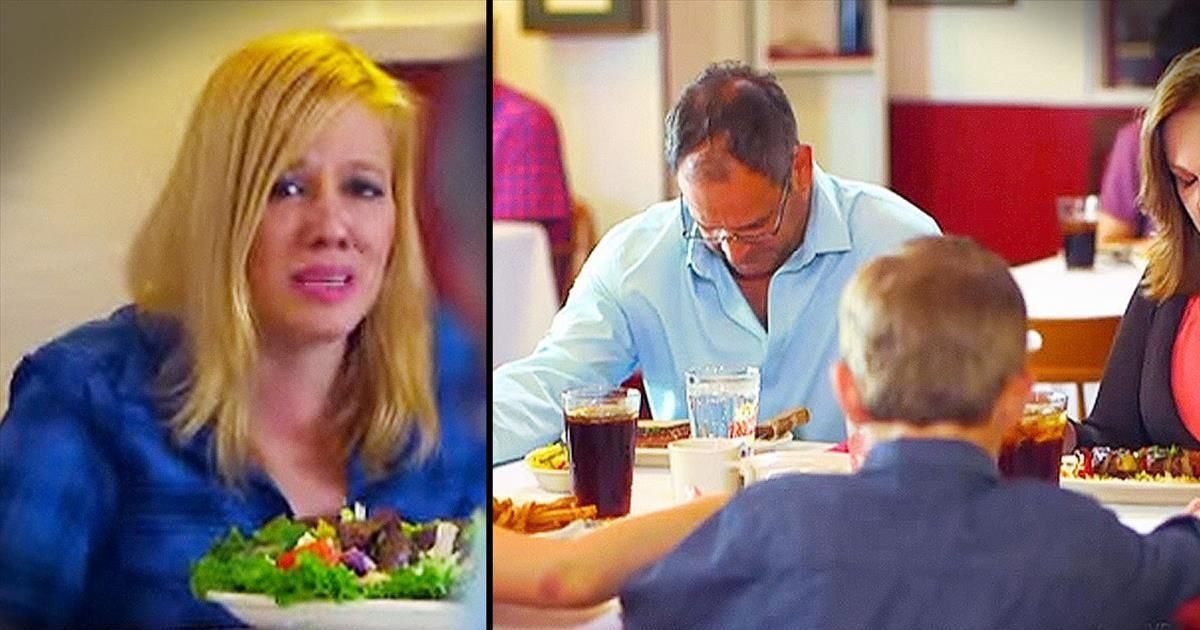Atheist Speaks Up When Family Prays In Public. What Would YOU Do?
