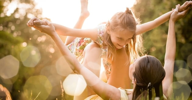 How Can a Mother Best Raise Confident, Healthy Daughters?