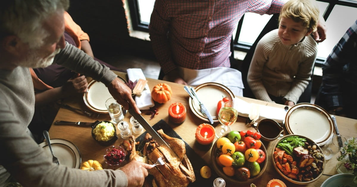 How to Make Meal Times a Ministry in Your Home