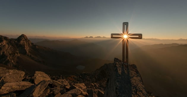 what does it mean to take up our cross and follow jesus