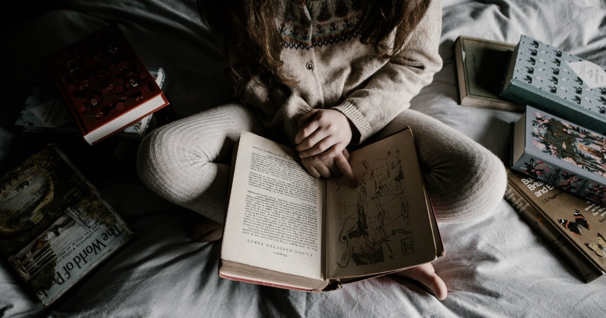 6. You're reading before bedtime to relax, but still can't fall asleep.