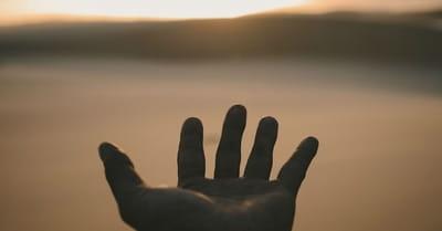 Oración del día - Una oración para dejarle a Dios lo que no podemos controlar - 14 de abril, 2021