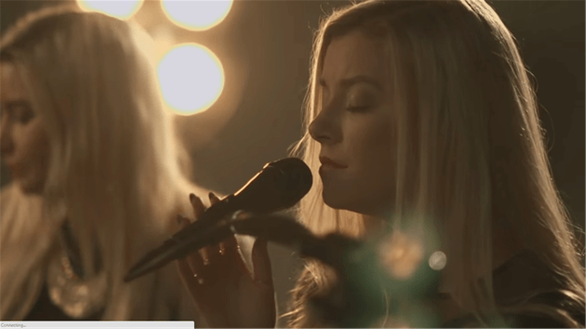 Beautiful Duet Of 'The Christmas Song' Will Completely MOVE You
