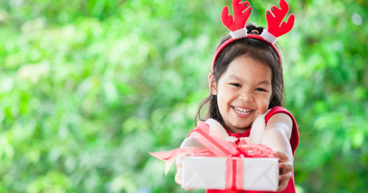 8. Encourage your child when he wants to give away his toys to friends.
