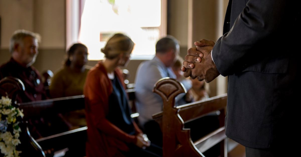 8 Ways Pastors Need You to Pray for Them