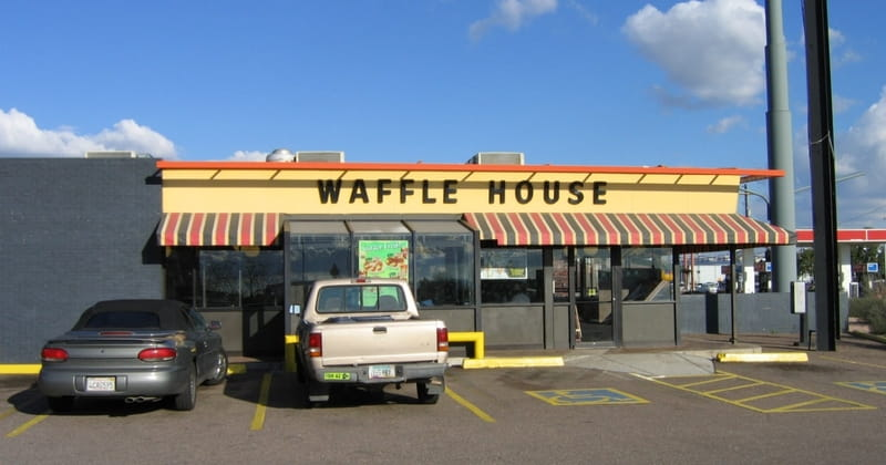 5-Year-Old Feeds, Prays with Homeless Man in Waffle House