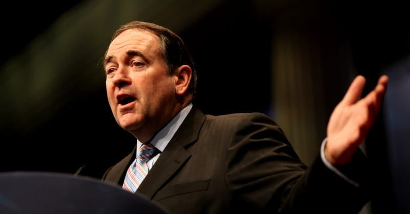 Mike Huckabee Says Obama 'Pretends to be a Christian'