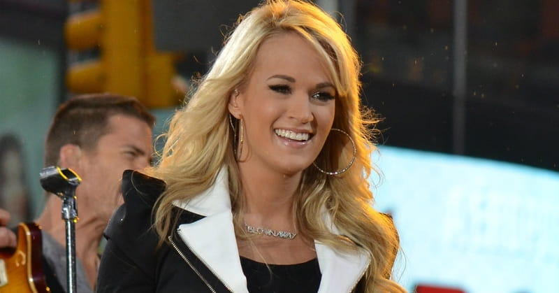 Carrie Underwood Performs Moving Rendition of Famous Hymn at CMAs
