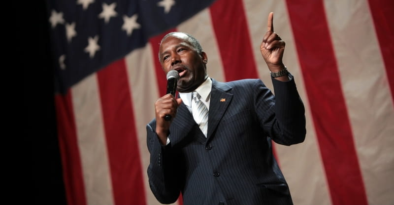Ben Carson Stands up for Christianity, Calls on Pastors to Endorse Him
