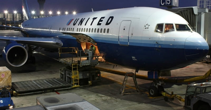 United Removes Passenger, Creates Internet Frenzy