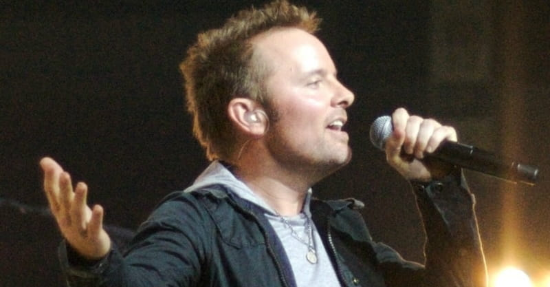 Chris Tomlin and Lecrae Team up to Perform Song Based on Ezekiel 37
