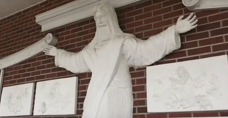 Baptist Church Decides to Remove Jesus Statue That's 'Too Catholic'