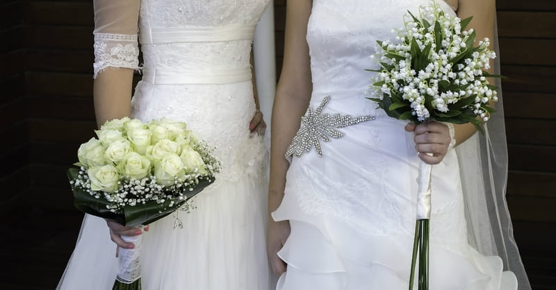 Las Vegas Advertises Lesbian Wedding on TV