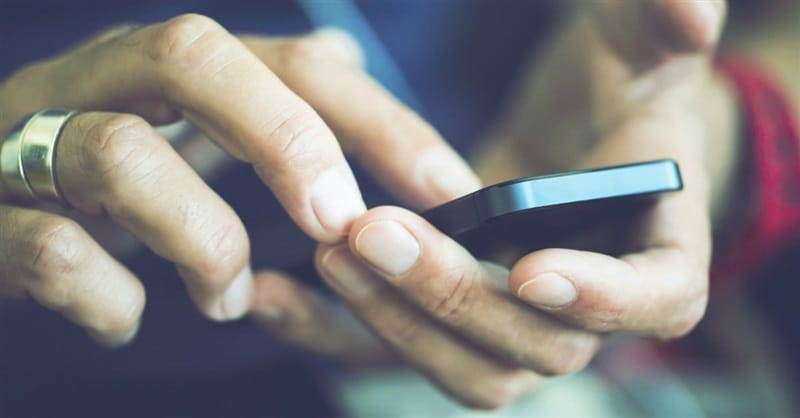 Smartphone Use Can Make Parents Inattentive