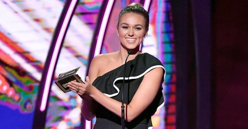 Sadie Robertson Encourages Young Christians to Celebrate Religious Freedom by Bringing Their Bibles to School