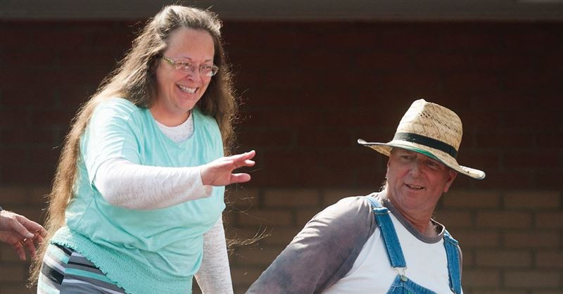 Kentucky Country Clerk Who Refused to Sign Marriage Licenses for Same-Sex Couples, Loses Clerkship