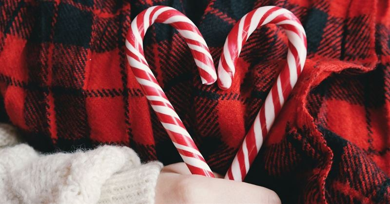 School Bans Santa, Christmas Trees, Candy Canes.. and the Colors Red and Green