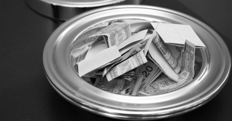 Megachurch Pastor Tells Parishioners in Need to Take Money from the Offering Plate