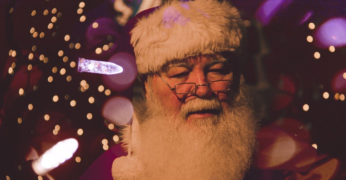 Foul-Mouthed Santa Frightens Children