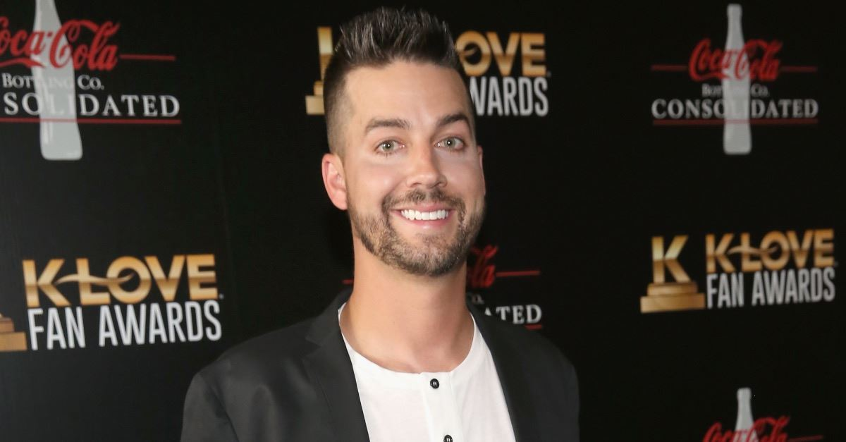 Christian Comedian John Crist Defends Lauren Daigle, Tells Critics to 'Just Shut Up'
