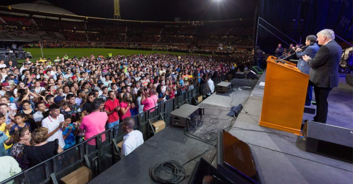 'He's Alive': 94,000 in Colombia Hear Franklin Graham Preach the Gospel