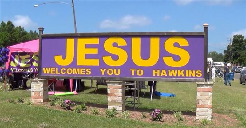City Removes Church's 'Jesus Welcomes You' Sign to Build Road