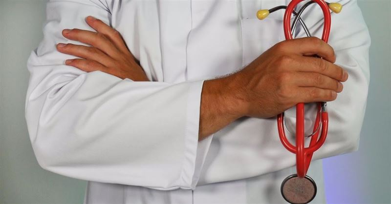 Christian Doctor Could Lose Job for Praying with Patient