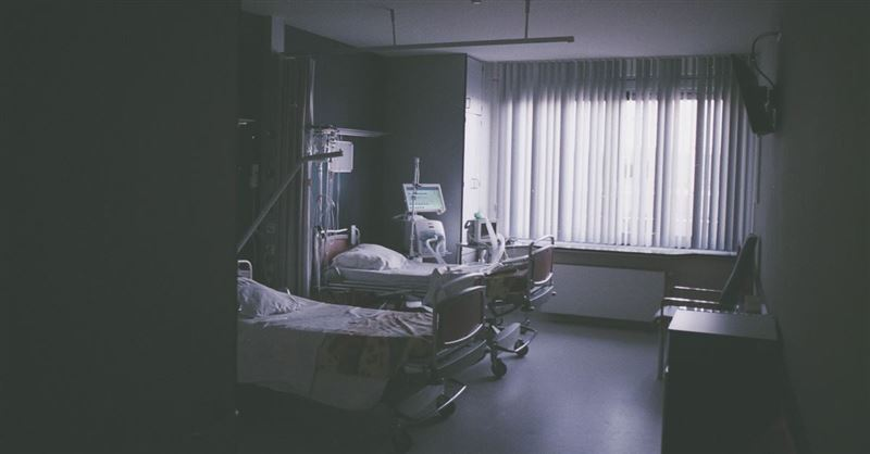 Man in Vegetative State Dies after Doctors Pull Care despite Parents' Pleas to Keep Him Alive