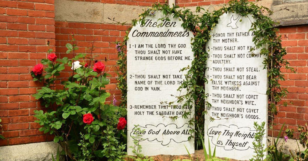 China Tears Down Churches' 10 Commandments, Hangs Portrait of President Xi Jinping