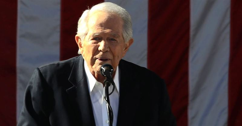 Pat Robertson Says the President Could Lose the 'Mandate of Heaven' If Kurdish Allies Are Massacred