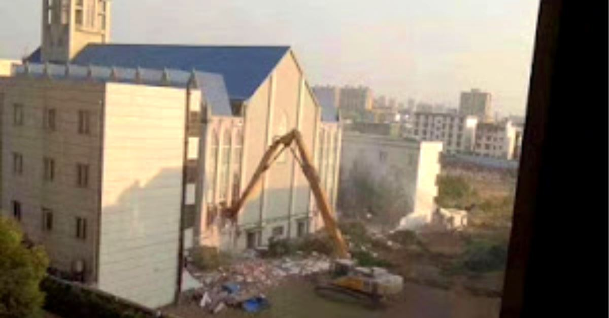 China Demolishes 3,000-Seat Megachurch during Worship Service