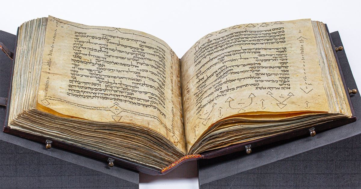Museum of the Bible Displays Medieval Hebrew Pentateuch