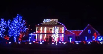 Patriotic Christmas Light Show Will Blow Your Mind