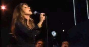 'I Surrender All' Stunning Performance by Faith Hill